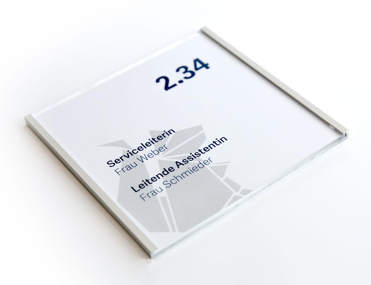 rechteckiger Rahmen mit Beschriftung auf weißem Hintergrund